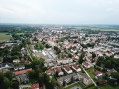 Haunstetten_Blick auf den alten Dorfkern mit Feuerwehr (ganz links im Bild), Kirche, Maibaum und Hofstrukturen