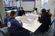 Kappeln: eine Gruppe beim Jugendworkshop im Gespräch über Kappeln