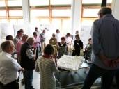 Weingarten: während der Preisgerichtssitzung Besprechung am Modell